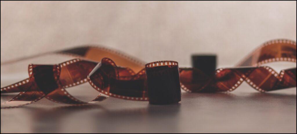 Skenování a digitalizace. Zdigitalizujeme Vám již vytisklé fotografie, kinofilmy, diapozitivy i staré černobíle negativy. Následně snímky uložíme na USB nebo vypálíme na CD / DVD. Díle nabízíme možnost skenovaný snímek upravit ( úprava jasu, kontrastu a ostrosti ) vyretušování nebo barevné úpravy. - Nové Město na Moravě , Žďár nad Sázavou , Vysočina