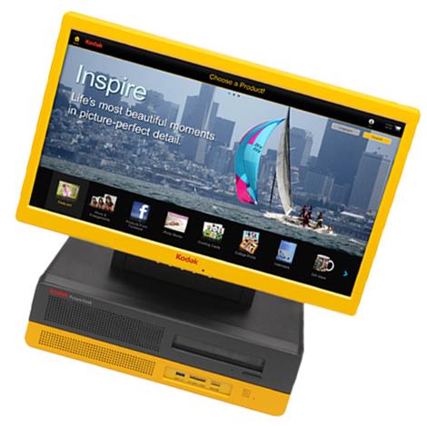 Na prodejně pro Vás máme nachystaný samoobslužný kiosek značky Kodak. Na kterém si samy ihned nahrajete fotografie z telefonu, USB, CD/DVD a sociálních sítí. Fotografie si upravíte, můžete si vytvořit i koláže a hned si vše vytisknete. A to ve velikostech 10x15 a 15x20